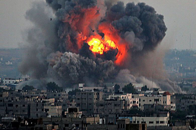 Raid aerei e bombe su Gaza: la Palestina resiste, noi con lei